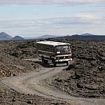 Bus van de Askja Lunar Tour vanuit Mývatn